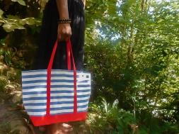 cabas rigide rayé bleu blanc anses rouge extérieur (1)-3
